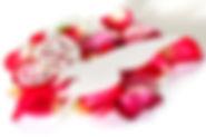 Blütenarrangement mit Schmetterling