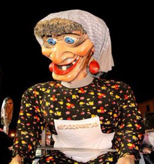 carnivale-float-of-an-old-woman-in-italy
