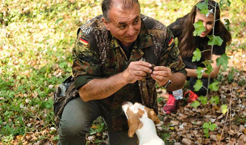 Truffle-Hunting-in-Tuscany.jpg