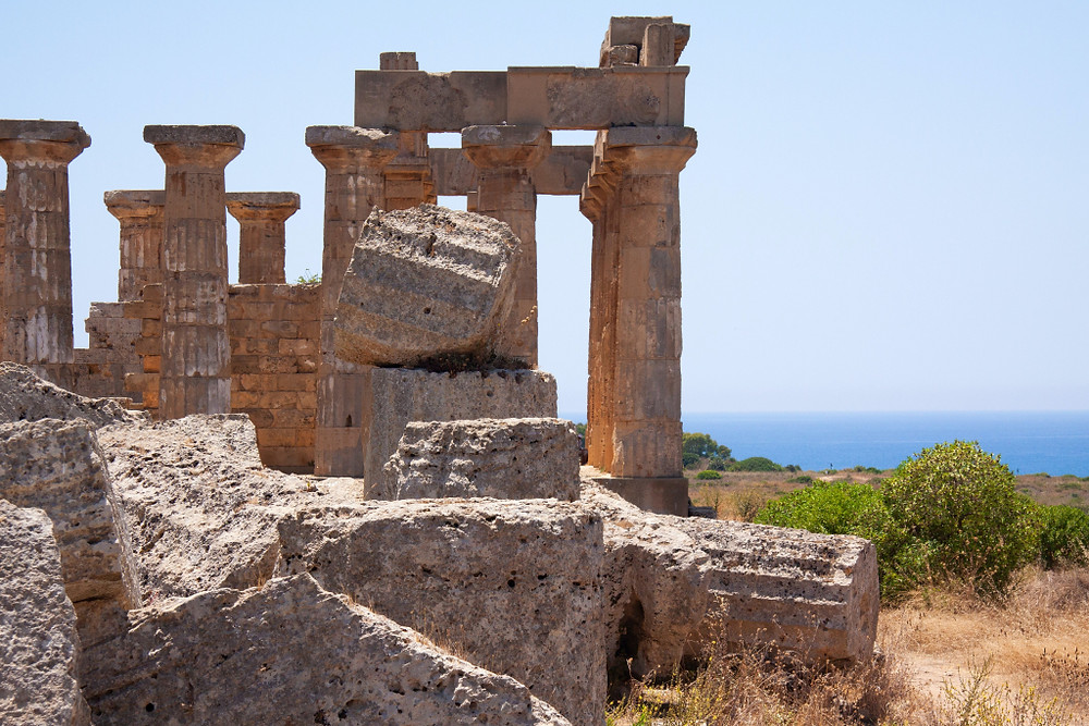 selinunte-park-temple-ruins-ocean