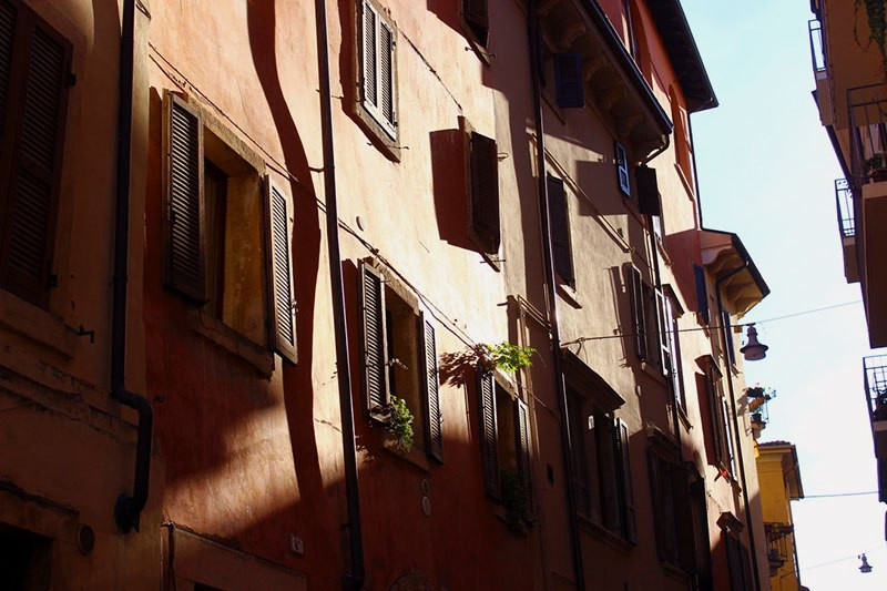 textured-building-in-italy-with-stark-shadows