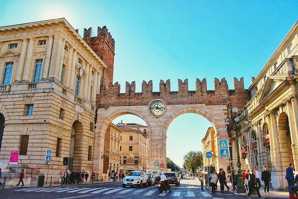arches-in-sunny-verona-italy