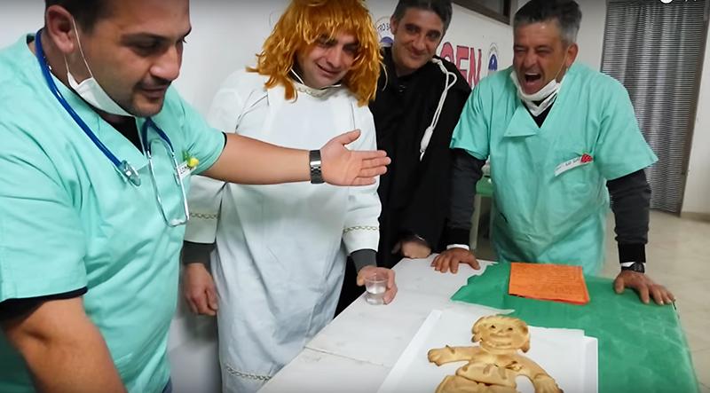 italian-improv-actors-dressed-as-doctors-for-italian-tradition-sega-la-vecchia