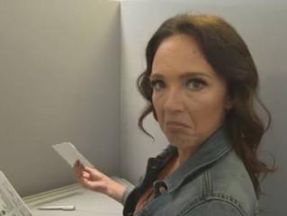 """""""PussyTerror TV"""" und Carolin Kebekus sind aus der Sommerpause zurück. Beim Hass-Tweet-Quiz im Studio"""