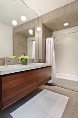 Chicago, IL: Guest Bathroom