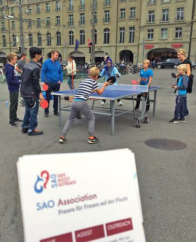 Tischtennis-Turnier mit Hiufspaket in Bern