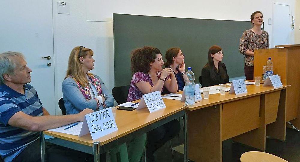 Podium der Schweizer Studierendenschaften mit SAO-Gründerin Raquel Herzog (2.v.l.)