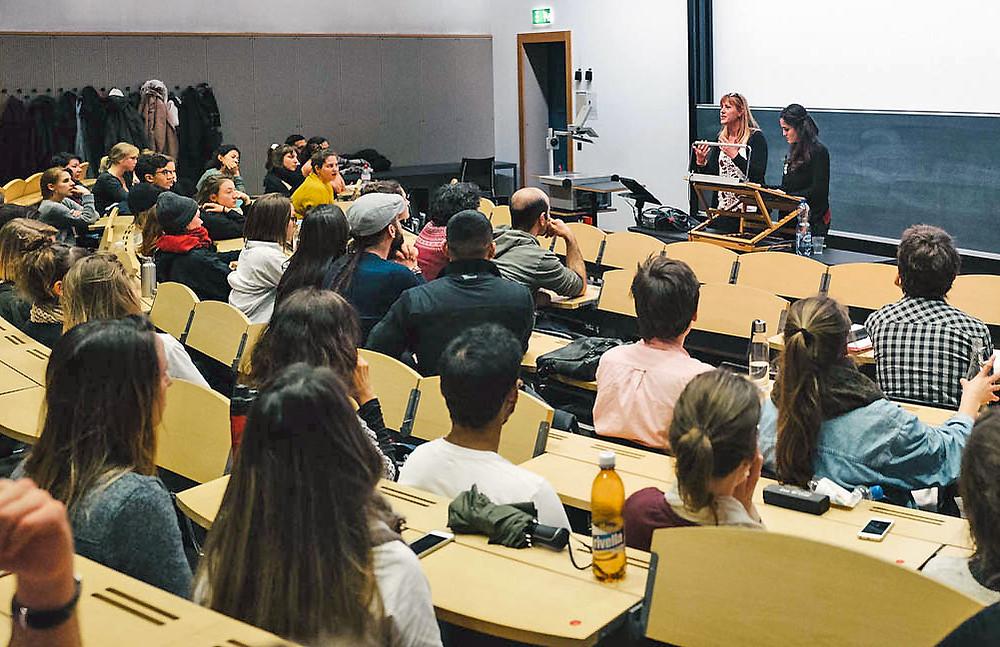 SAO-Gründerin Raquel Herzog (l.) und SAO Cultural Advisor Ruha Said an der Universität Zürich