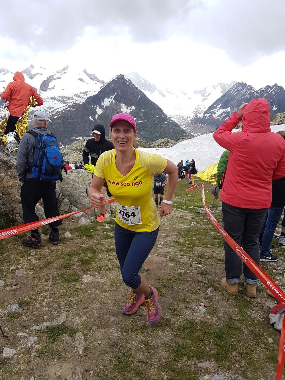 Annick Girardier sammelt am Aaletsch-Halbmarathon Spenden für SAO.