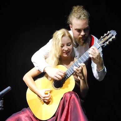 4 hands guitar by MoNo Guitar Duo 2020