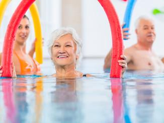 A medencékben rendszeresen tartunk vízi tornát, mellyel fitten tarthatja testét.