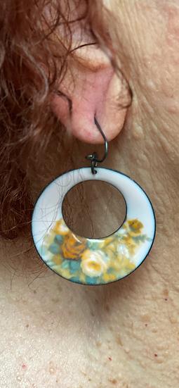 BF22 - Pink Enamel decaled Vintage Hoop de Loop Earrings