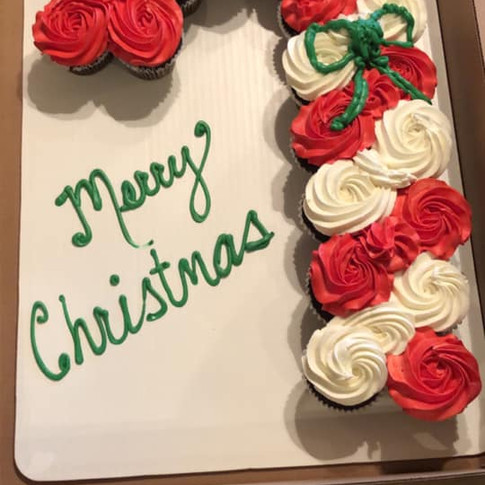 holiday cupcake cake.jpg