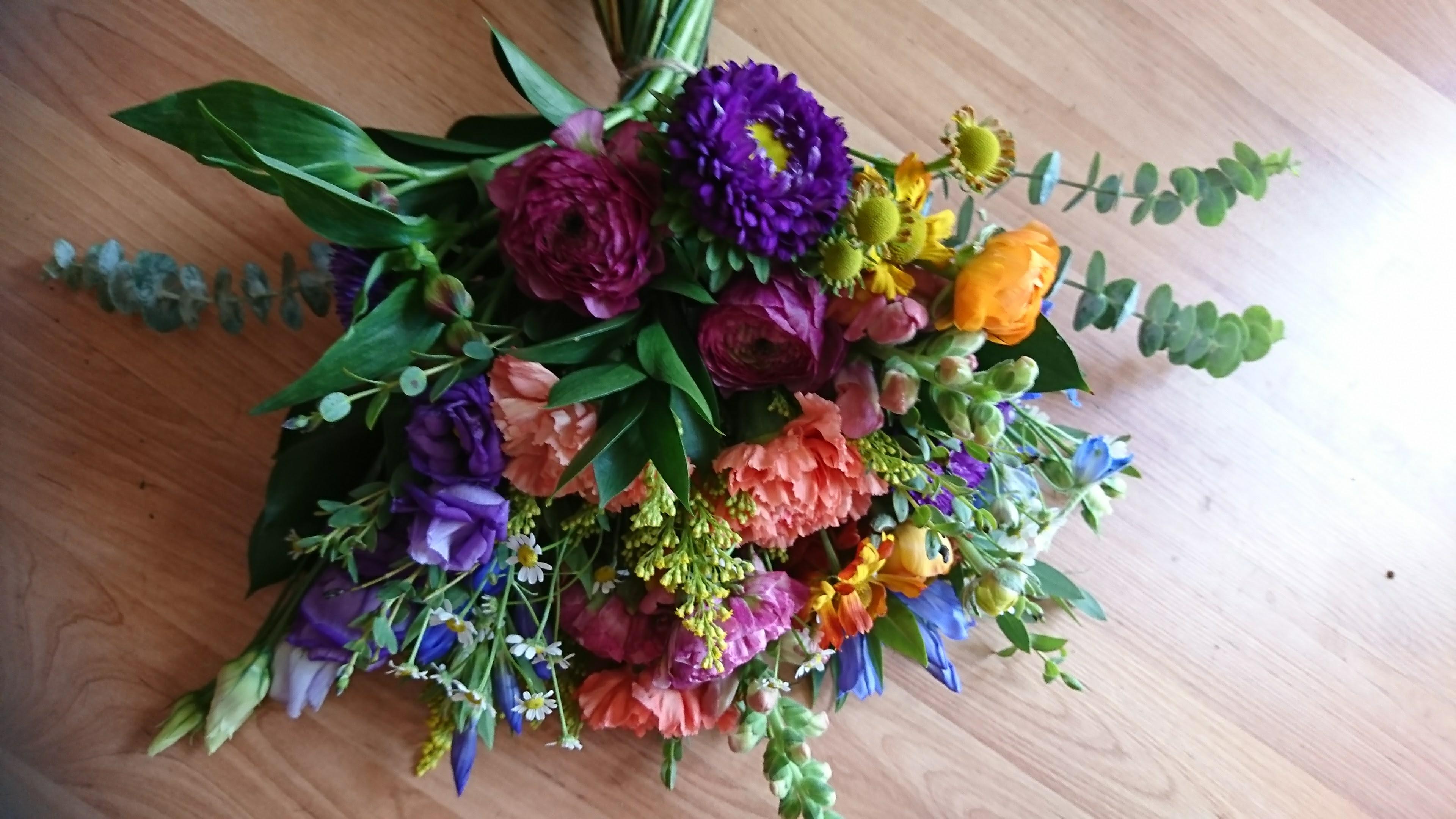 Rustic summer bridal bouquet