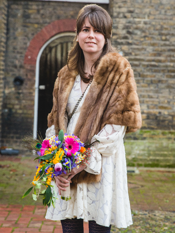London bride with bold bouquet