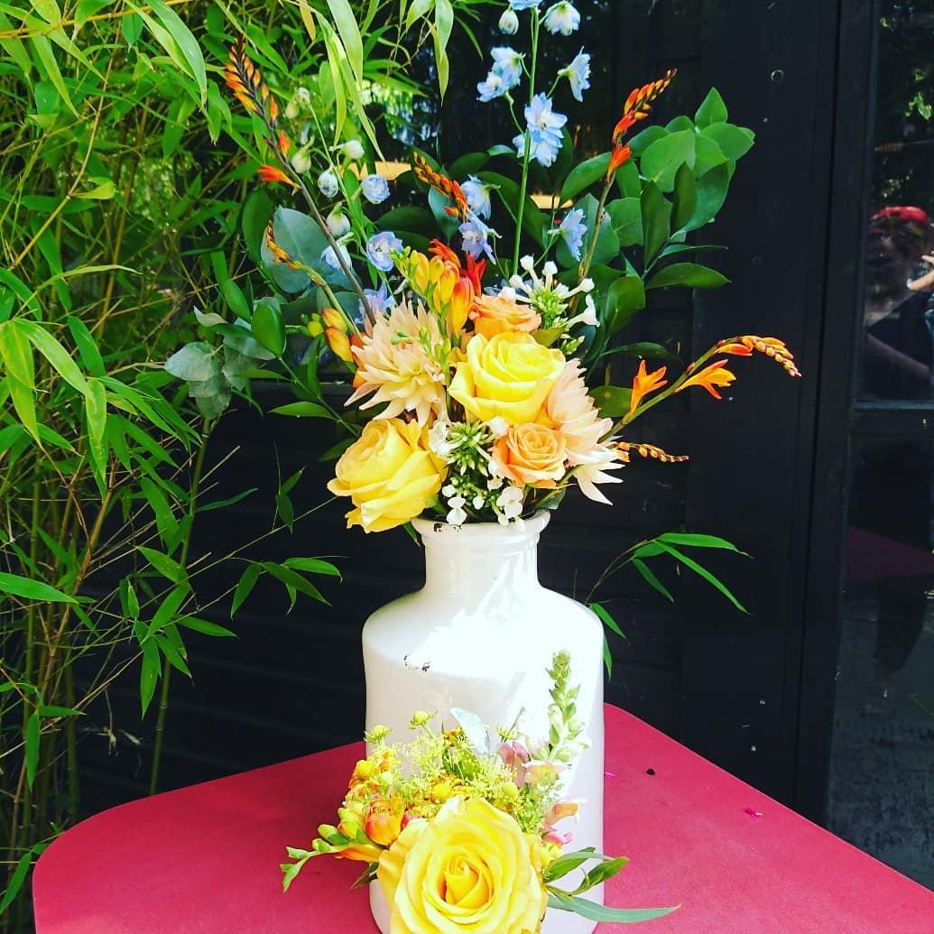 70s style wedding flowers