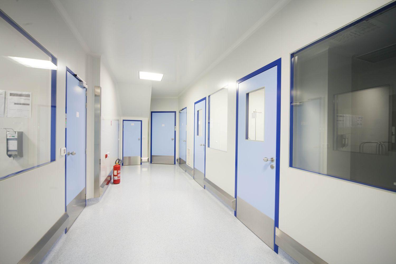 Двери распашные для чистых помещений