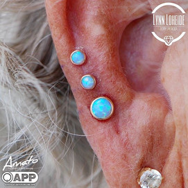 Two two healed and bottom fresh on this beautiful triple helix! Jewelry from _bodygems #ap