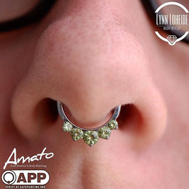 Beautifully healed septum piercing swapped for this _industrialstrength clicker! #appmembe