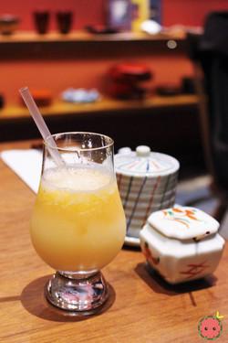 Peach_Drink_-_Fresh_peach_and_peach_juice_granité,_calpico_and_soda
