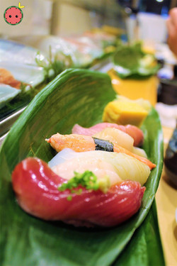 Bonito Fish, Pink Shrimp, Ika, Snow Crab, Scallops, Yellow Tail 3