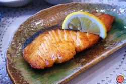 Grilled Salmon with Garlic Sauce