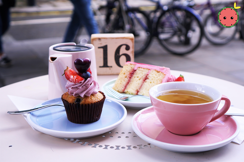 Summer Berry Cupcake, English Strawberry