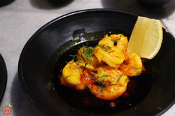 Shrimp with sizzling garlic and chili oil