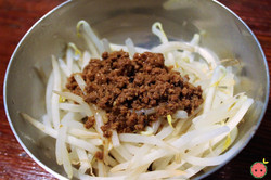 Bean Sprouts with Special Meat Sauce