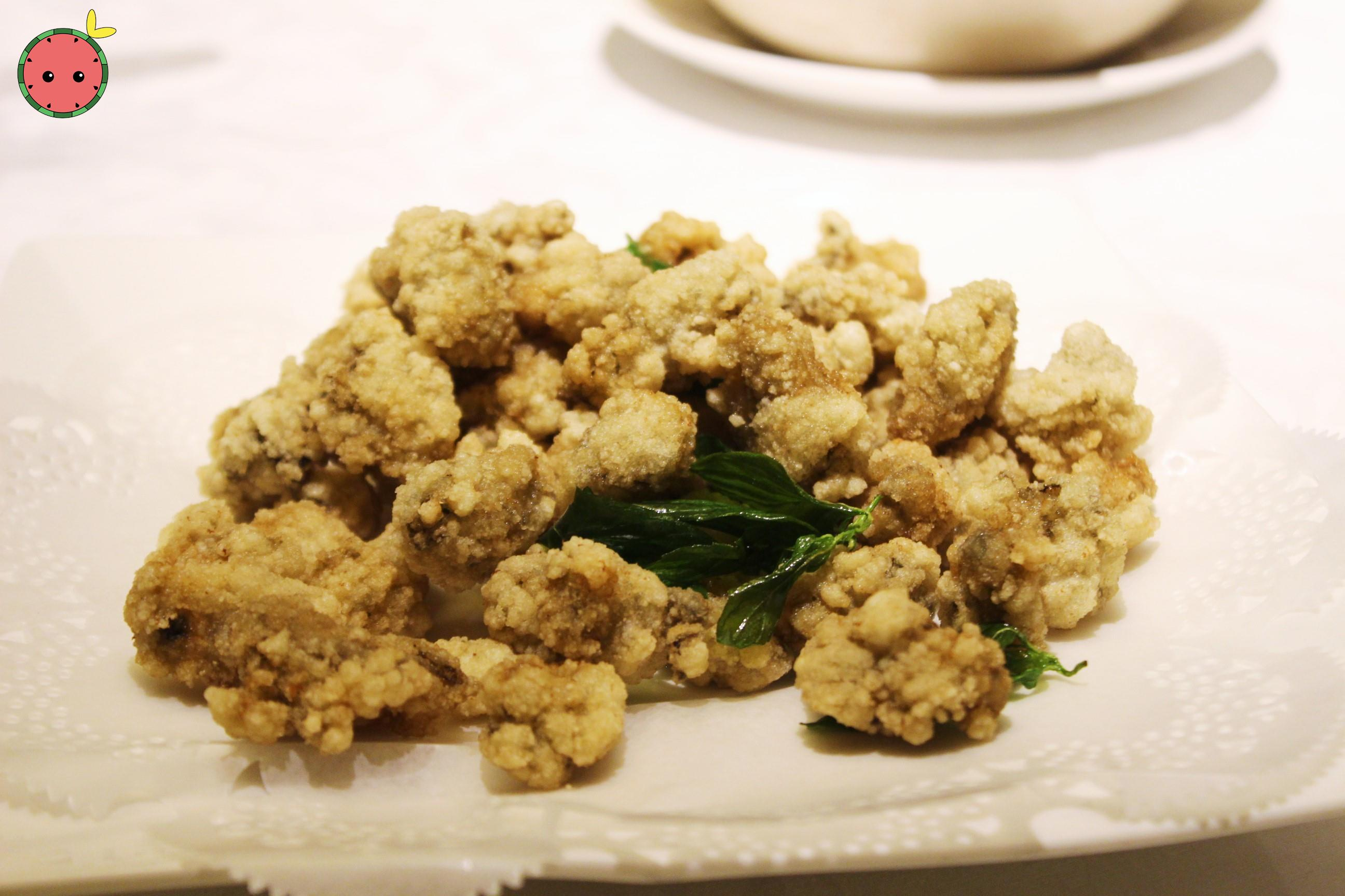 Crispy fried fresh oyster with dip 台式炸蚵仔酥