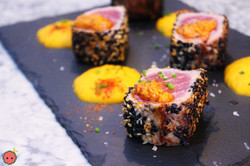 Tuna_dices_breaded_in_sesame_with_sweet_potato_purée_and_honey_(3)