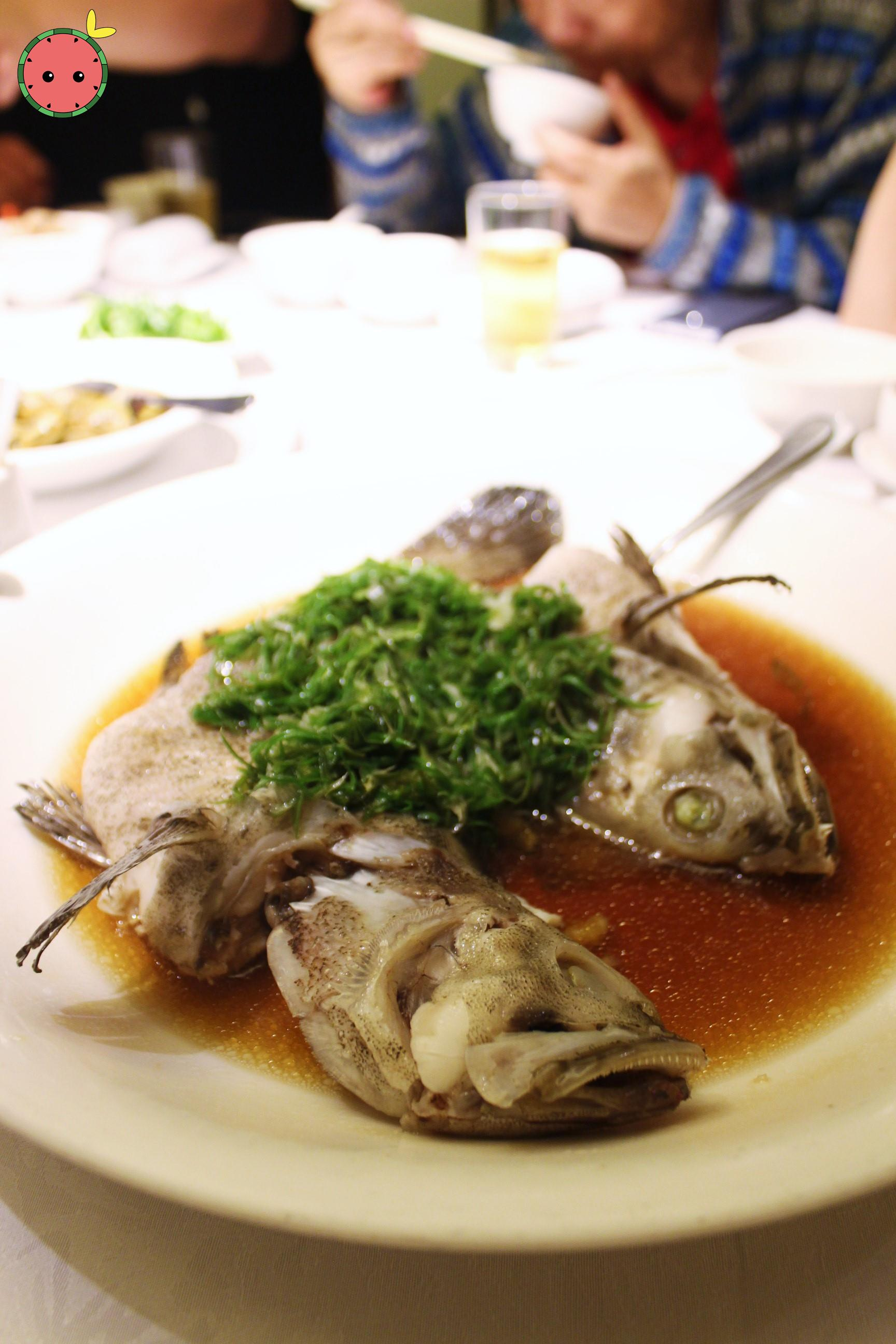 Live-steamed seasonal fish with scallion in soy sauce 葱油活魚