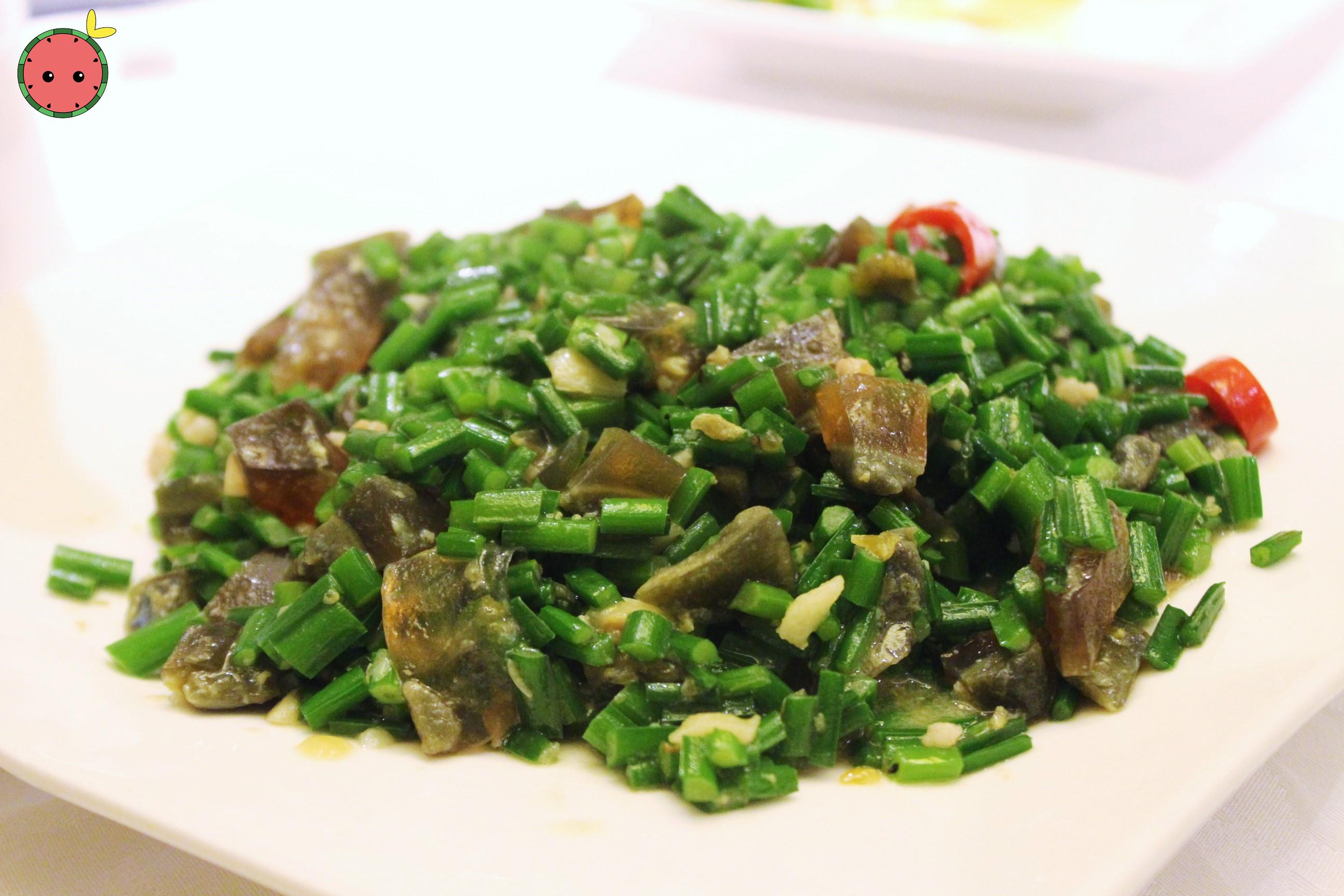 Sautéed chives with century eggs 韭菜松花炒