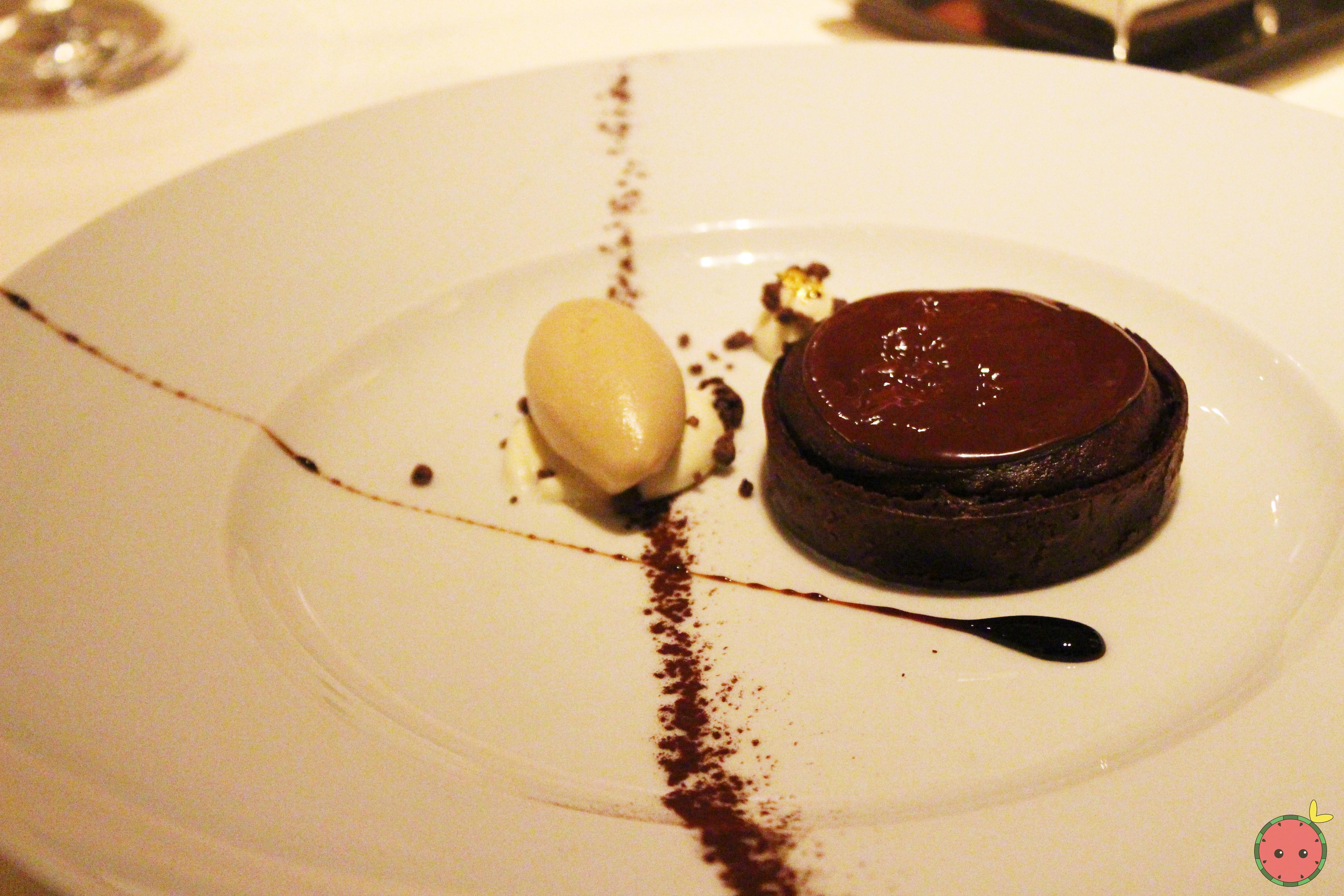 Tartaletta - Loma Sotavento 72% ganache, chocolate chiboust, tiramisu gelato