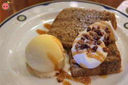 Tea Chiffon Cake with Vanilla Ice Cream 2