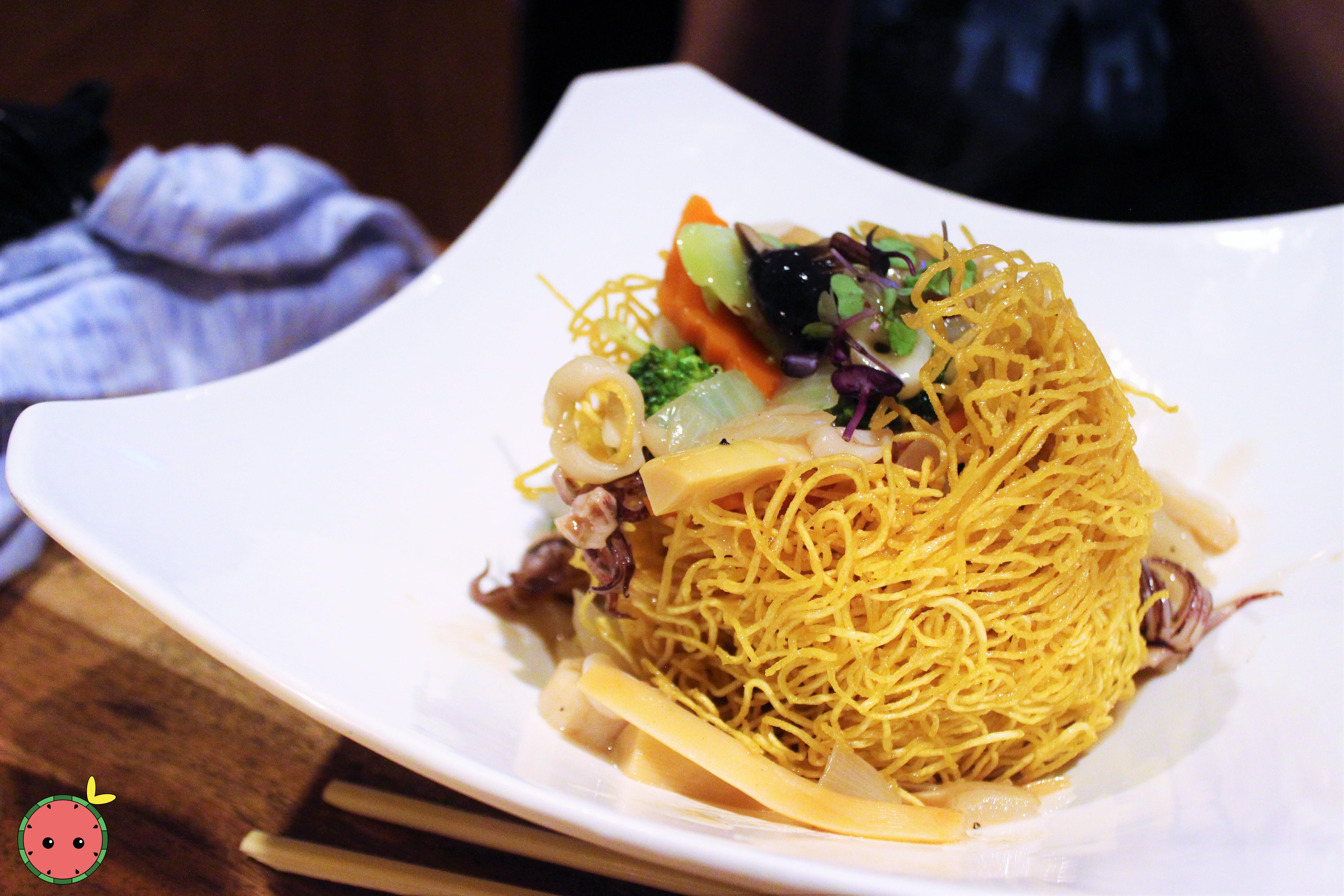 Pan Fried Noodles  with Calamari, Shrimp, Scallops, Onions, Broccoli, Mushrooms, Carrots, Bamboo, &