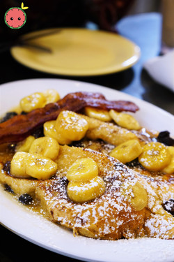 Bananas_Foster_Pain_Perdu_-_French_Bread-Based_French_Toast_with_Rum-Flambéed_Bananas_&_Raisins_(2)