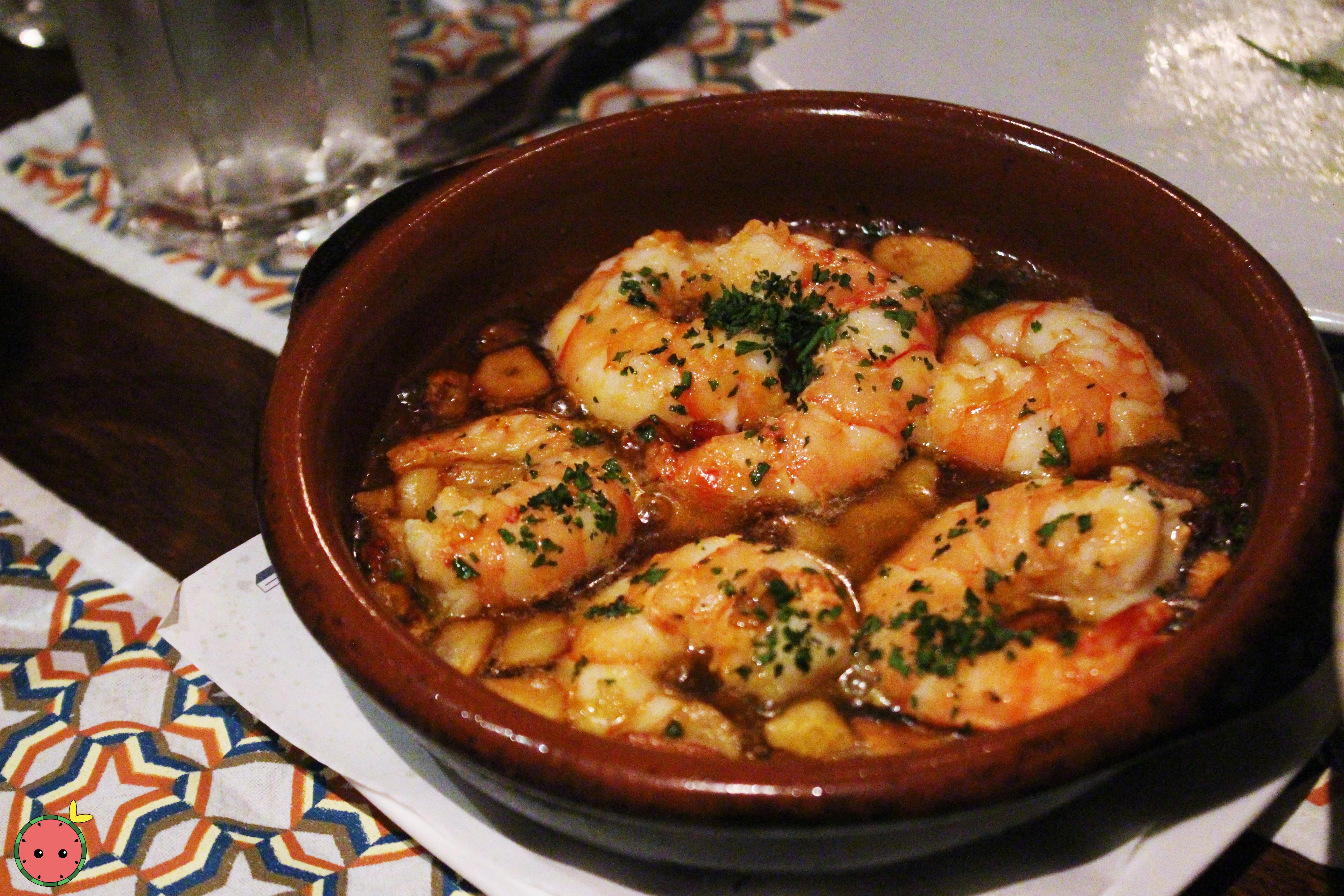 Gambas al Ajillo - Spicy garlic fried shrimps in olive oil