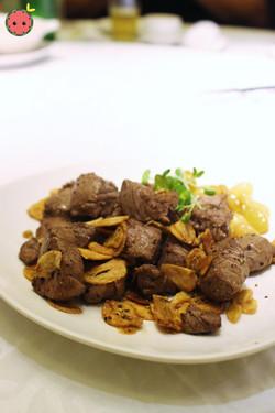 Sautéed tenderloin with garlic 蒜香菲力煎
