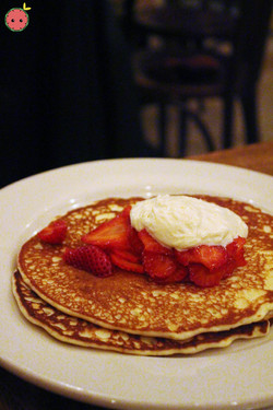 Buttermilk pancakes with farmer's cheese and strawberries 2