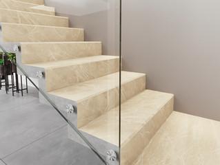 Escadas em porcelanato unem funcionalidade e elegância