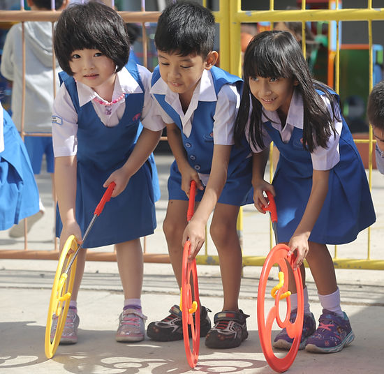 Murid TK bemain di playground