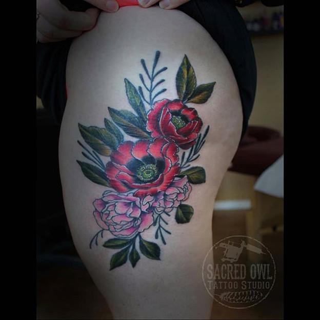 Amanda's floral thigh #floraltattoo #flo