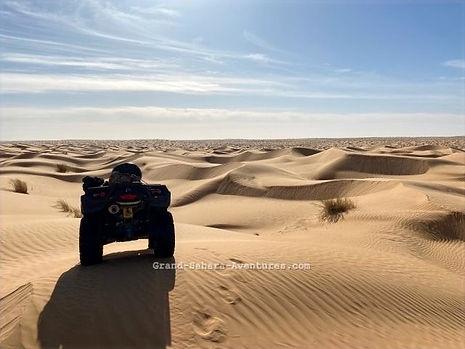 raid en quad dans le désert tunisien