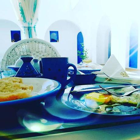 Petit déjeuner au Dar Chick Yahia.