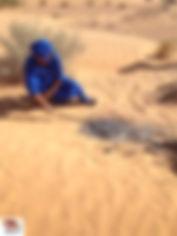 Cuisson du pain dans le sable du désert.jpg