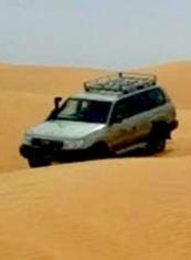 Nos vehicules dans le désert tunisien.jpg