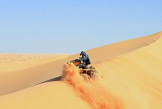 Quad dans les dunes a Douz Tunisie.jpg