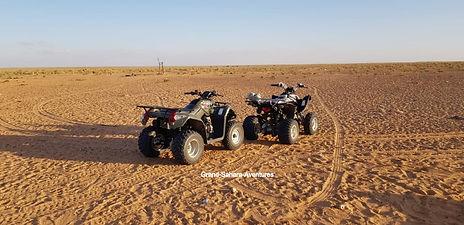 Quad à Douz dans le désert Tunisien.