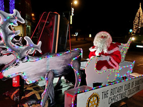 Santa Switches On The Banstead Christmas Lights!